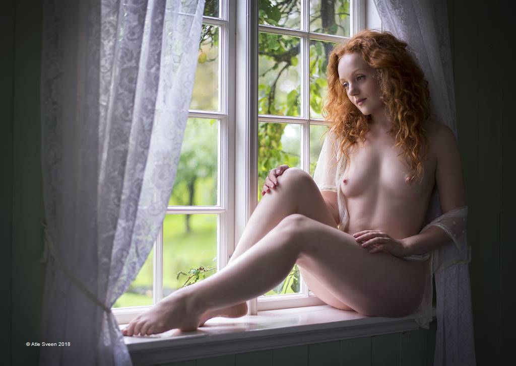 Atle Sveen – Ivory Flame in the Window – Open Colour