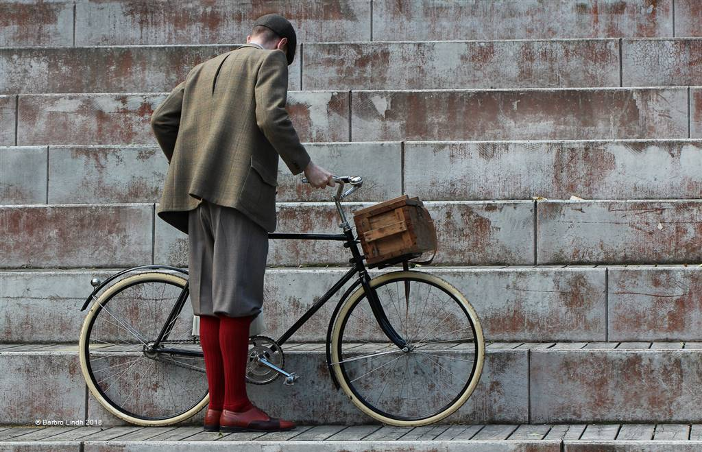 Barbro Lindh – Man with Bicycle – Open Colour