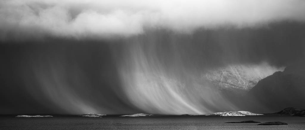 2Gaute Froystein_Showers of Snow_PSA Silver medal__Projected Digital Images Open Monochrome