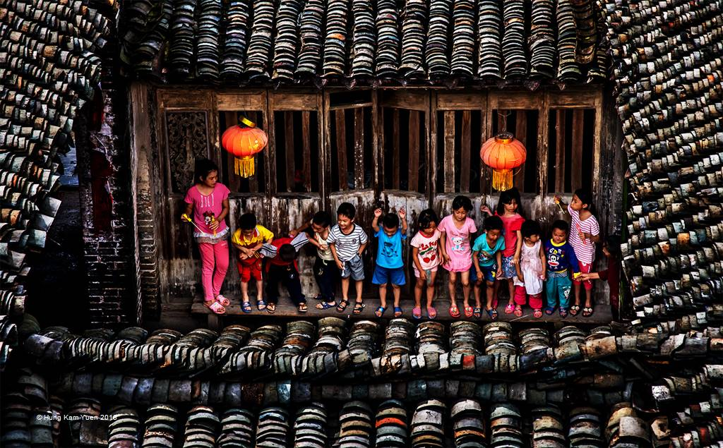 Hung Kam Yuen – Laughter under the Roof – Open Colour