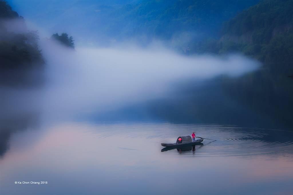 Ka Chon Chiang – Boating in the Fog – Photo Travel