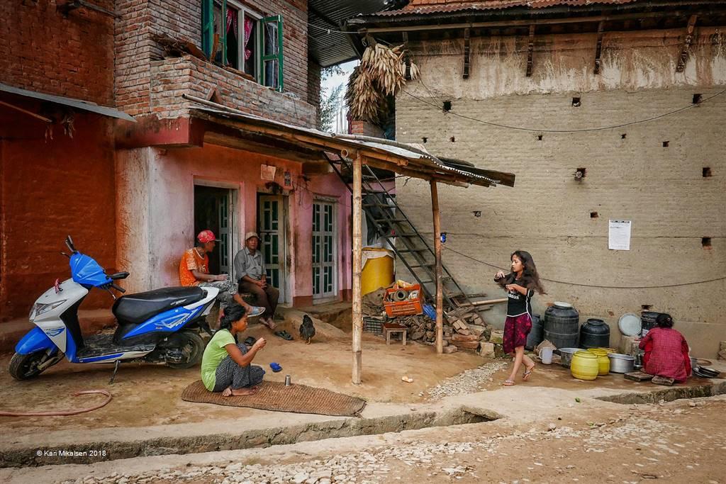 Kari Mikalsen – Landsbyliv I Nepal – Photo Travel