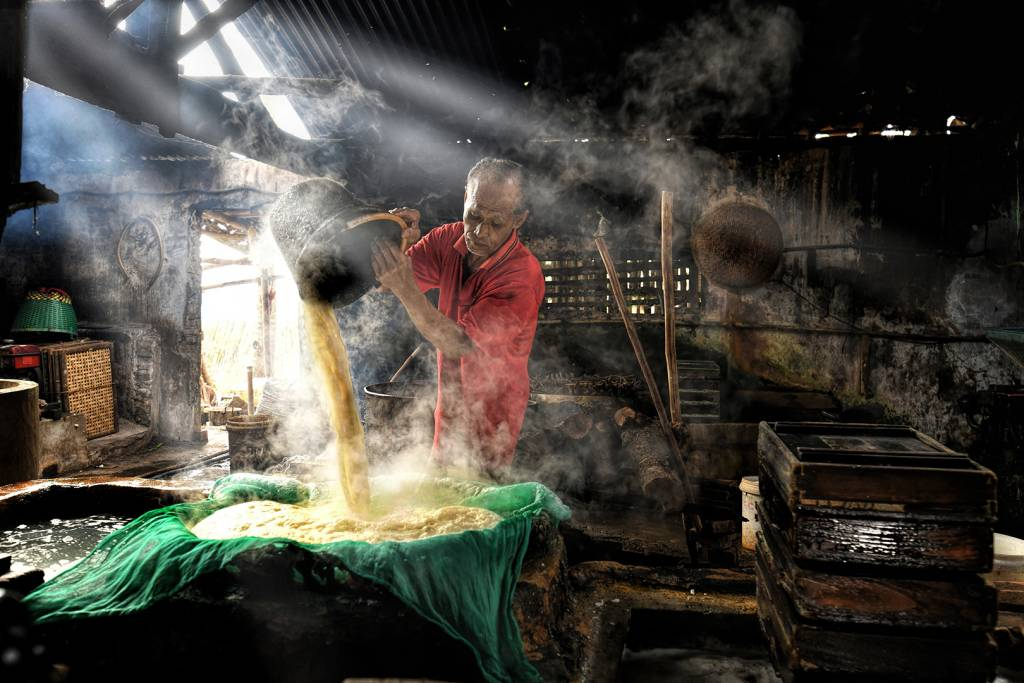 4Lee Eng Tan_Pouring of Curd_Bekkalokket Photoclub Ribbon__Projected Digital Images Photo Travel