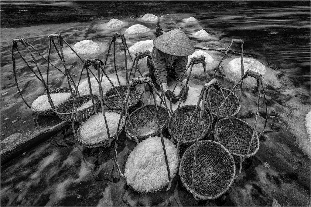 4Lee Eng Tan_Worker Collecting Salt BW6_FIAP Ribbon__Projected Digital Images Open Monochrome