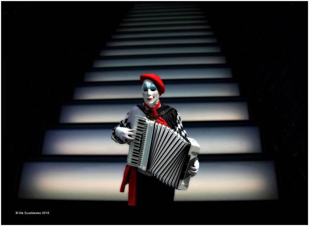 Ole Suszkiewicz – Harmonica Clown – Open Colour