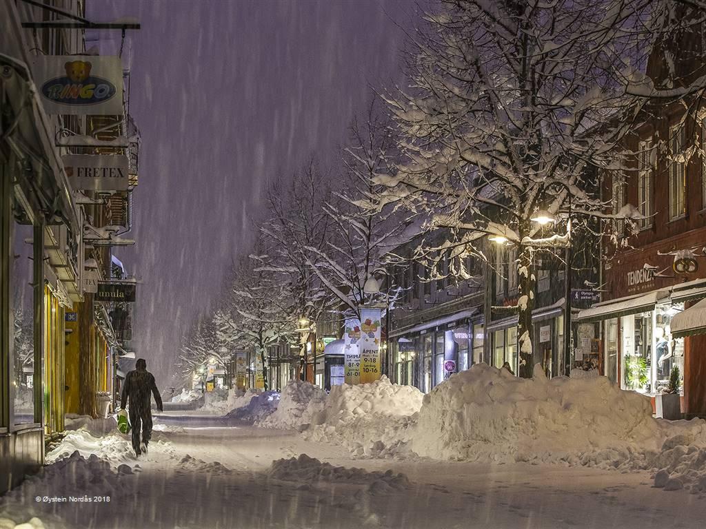 Oystein Nordas – Winter Street – Photo Travel