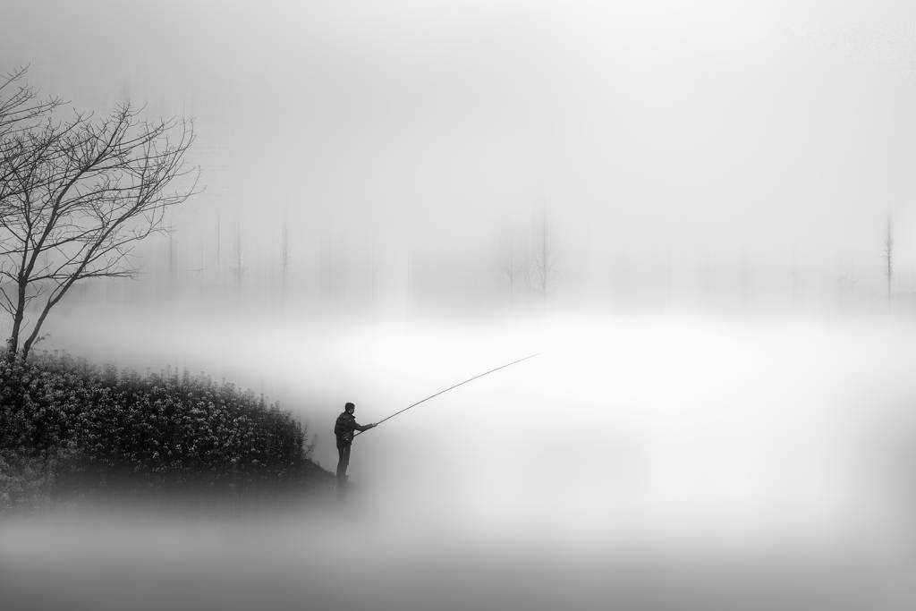 1Ping Lu_Catch a Spring Fog_NSFF Gold medal__Projected Digital Images Open Monochrome