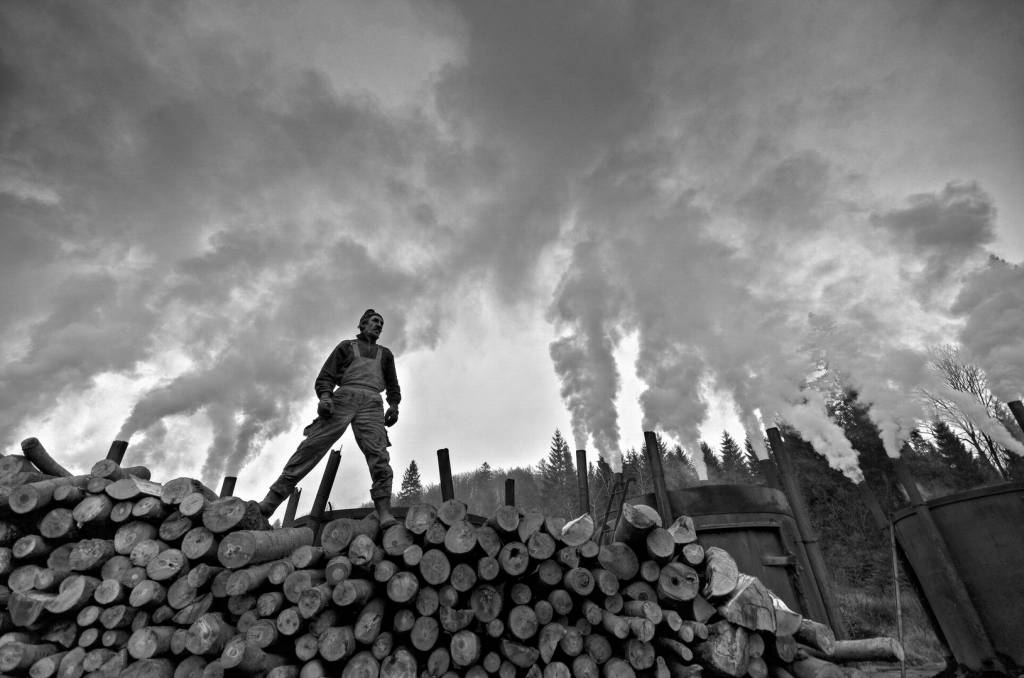 3Tomasz Okoniewski_Titanium from the Land of Smoke_NSFF Bronze medal_EFIAP AFRP AFF cMoL_Projected Digital Images Photo Travel