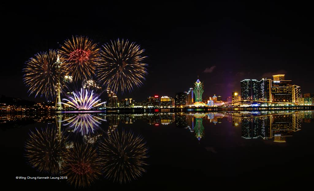 Wing Chung Kenneth Leung – Fireworks 3 – Open Colour