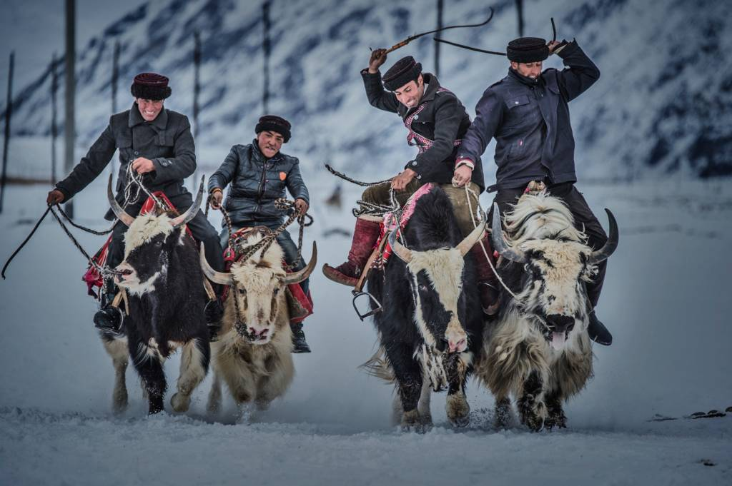 4Xinxin Chen_Yak Racing2_NFFF Honorable Mention_GMPSA_Projected Digital Images Photo Travel