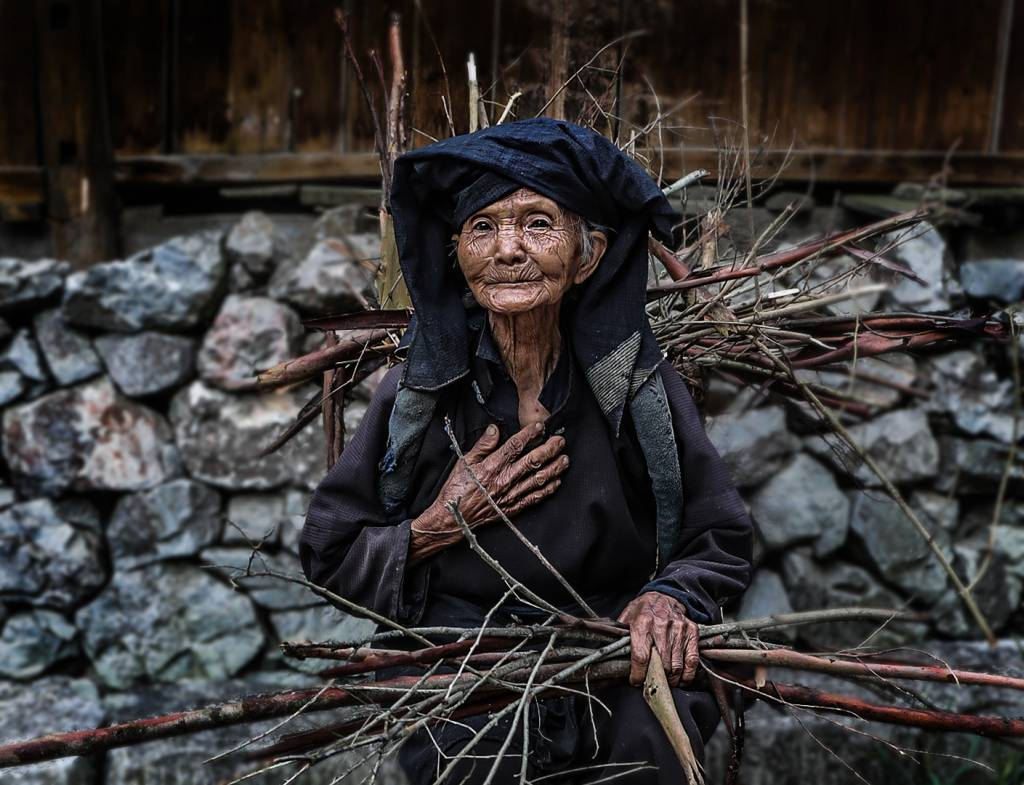 4Yong Zhi Li_Old Lady3_NFFF Honorable Mention__Projected Digital Images Photo Travel